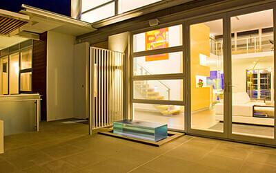 Hinged Doors Modern Courtyard 400x250