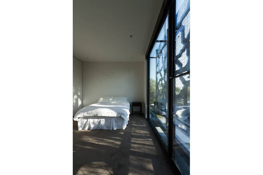 Two-Townhouses---Bedroom-with-bespoke-aluminium-framed-sliding-doors