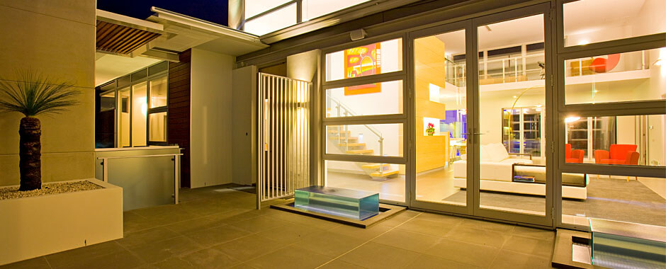 Hinged Doors - Modern Courtyard